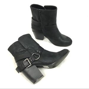 Qupid heeled ankle bootie Moto boots solid black